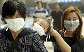 2002~2003年,由于中共官方隐瞒广东SARS疫情,导致疫情蔓延至整个中国大陆,以至全球近30个国家。(PETER PARKS/AFP/GettyImages)
