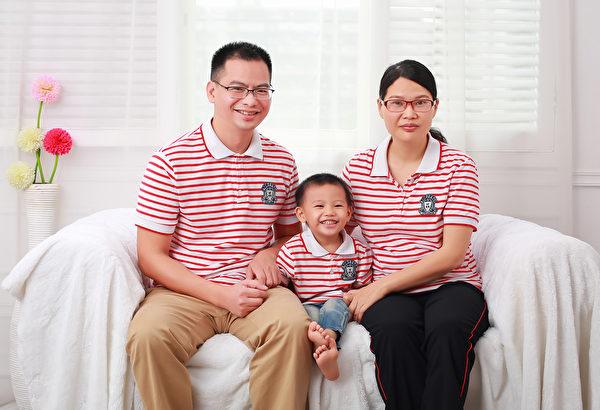 企業家湯志衡與妻兒,家庭合照。(大紀元)