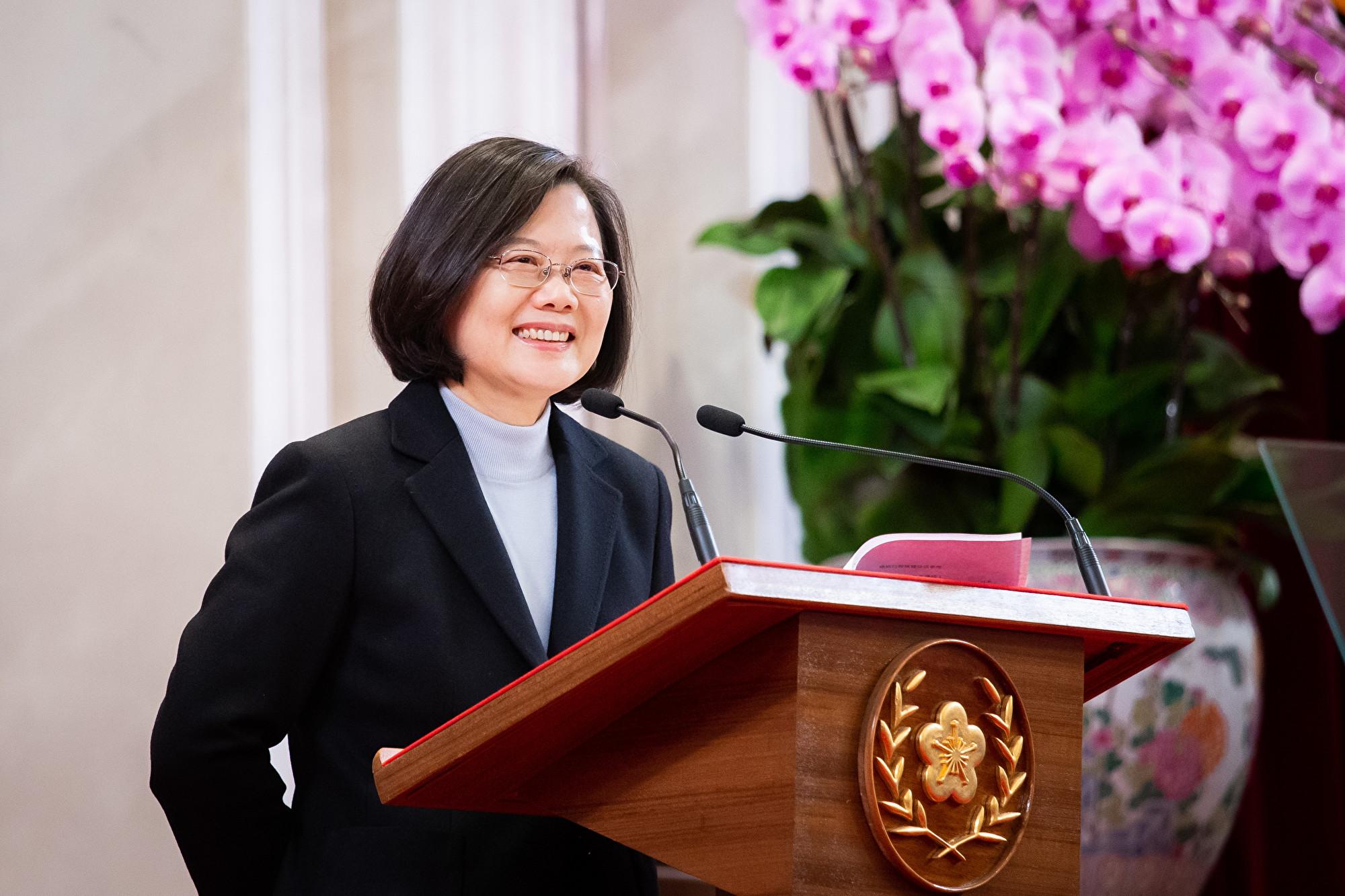 中華民國總統蔡英文1月1日發表新年談話時表示,未來4年要再創造一次經濟奇蹟,將落實兆元投資,讓台灣成為高階製造中心、高科技研發中心、綠能發展中心、區域資金調度及理財中心。(陳柏州/大紀元)