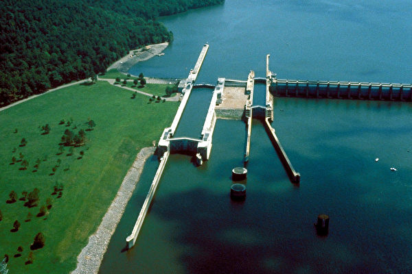 美國阿拉巴馬州湖濱碼頭發生大火 至少8死