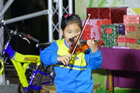 小提琴才艺发表。