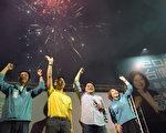 屏東選戰綠營全勝 潘孟安親燃鞭炮慶祝
