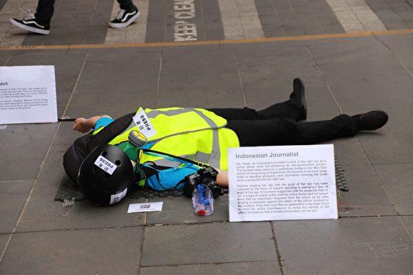 2020年1月5日,撐港活動「香港抗暴,真人街頭展覽」在墨爾本市中心的州立圖書館前展開。(Peter Li/大紀元)