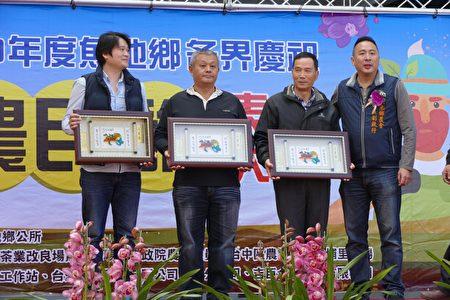 參與ITQI米其林評鑑的獲獎茶農接受頒獎。