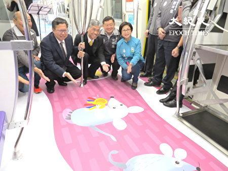 彩绘列车,将客家天穿日的文化意象彩绘在列车上,有鼠来宝等。
