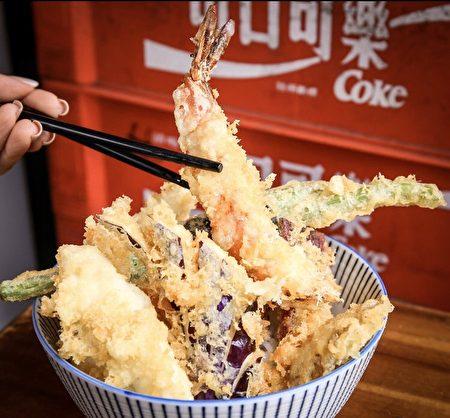 炸蝦整隻剝殼後直接料理。