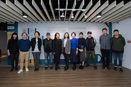 副市长沈慧虹与艺术家合照。
