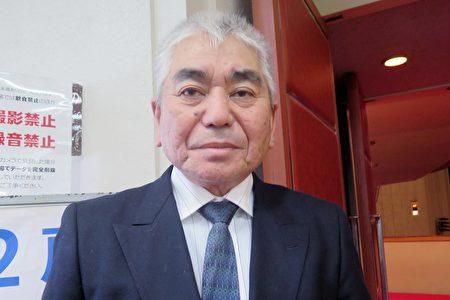 巖元修一在福岡太陽宮音樂廳觀看了1月22日下午的神韻演出。(陳櫻華/大紀元)