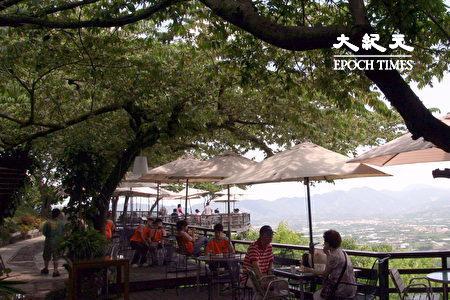 玉井虎頭山上觀景餐廳一隅。