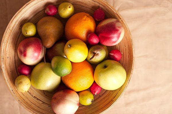 营养不良——尤其身体缺乏维生素C,会导致牙龈发炎肿胀、出血。(Pixabay)