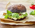 在家自製漢堡、漢堡排,有很多營養、熱量低而口感好的替代品。(Shutterstock)