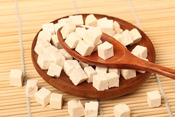 茯苓散治牙齒疼及牙齦腫痛快速而有效。圖為白茯苓。(Shutterstock)