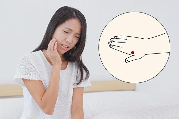 牙痛時,按手上的合谷穴就可以緩解。(Shutterstock)