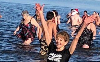 6000人紀念溫哥華北極熊冬泳百年