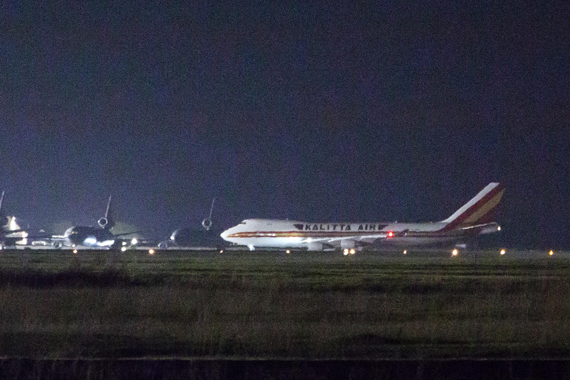 美撤僑包機抵加州和德州 機上14人確診
