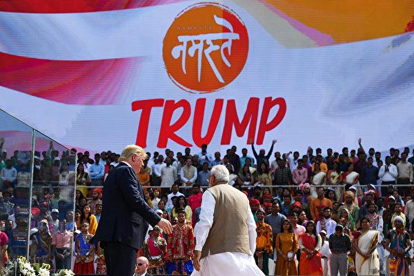特朗普和莫迪2月24日在歡迎特朗普的集會上。(Mandel NGAN/AFP)