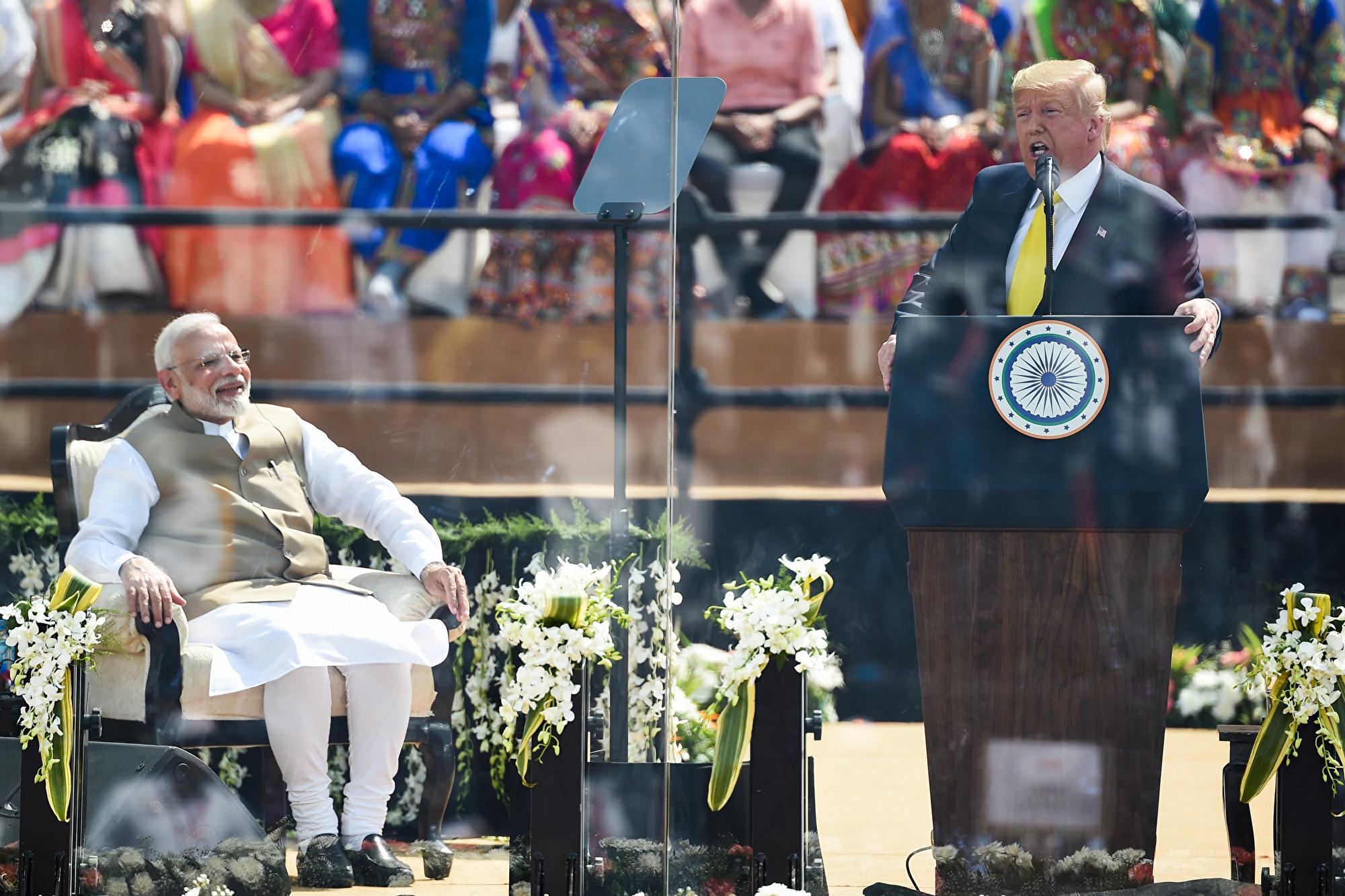特朗普訪印 強調以脅迫崛起和民主崛起不同