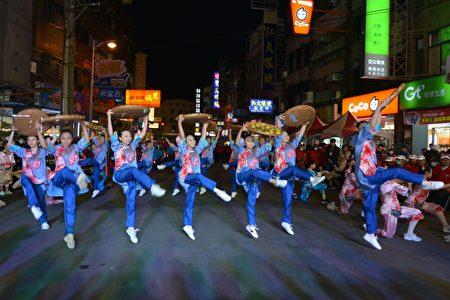 踩街团队精湛演出。