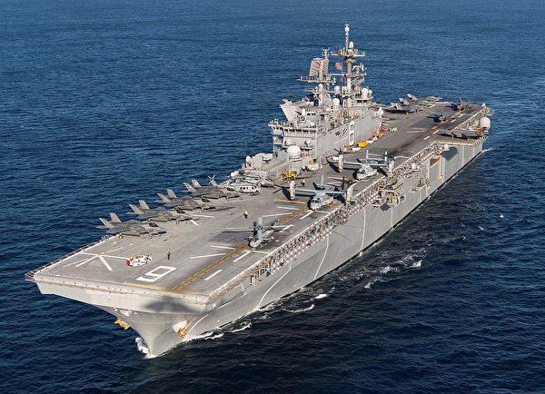 美國海軍美利堅號兩棲攻擊艦(USS America)是一艘一流的新一代兩棲攻擊艦(Amphib)。(FOX 52/Wikimedia commons)