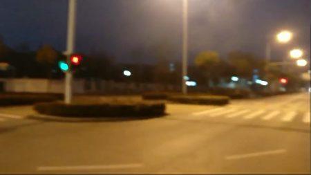 武漢輕工大學地鐵站沒有人車。(影片截圖)