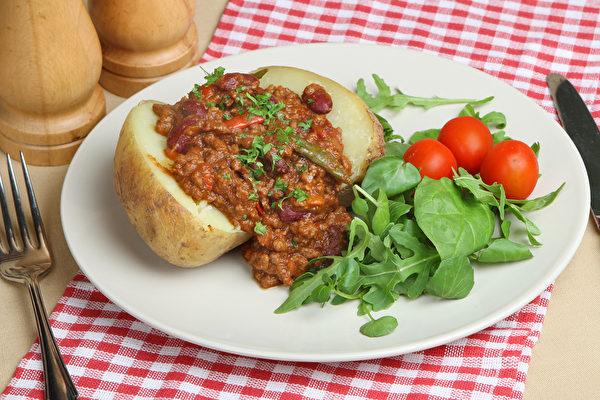 英國平民美食 如何烤出美味的夾克馬鈴薯 ?
