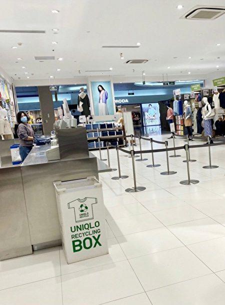 北京海澱區的世紀金源購物中心,裏面基本只有極少的店員,沒有顧客。(大紀元)