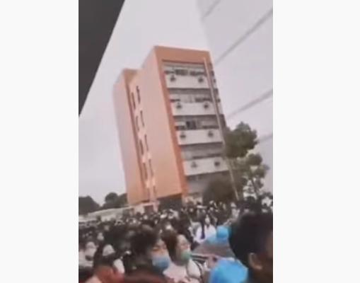 """视频:上海一工业园无隔离 被称""""培养病毒"""""""