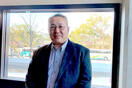 精密電子產品製造公司SINFONIA株式會社伊勢製造所所長鏡誠2月1日下午,觀看了美國神韻紐約藝術團在京都會館(ROHM Theatre Kyoto)舉行的演出。(牛彬/大紀元)