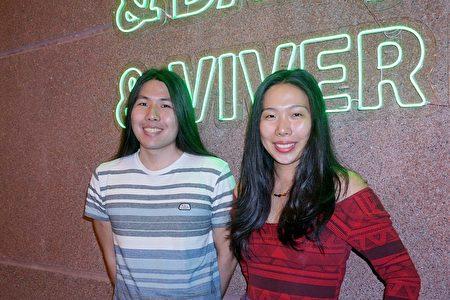 女演員Erica Kou(右)與弟弟一同觀賞了神韻國際藝術團2020年2月1日下午在巴西聖保羅Unimed Hall劇院的第三場演出。(李明曉/大紀元)
