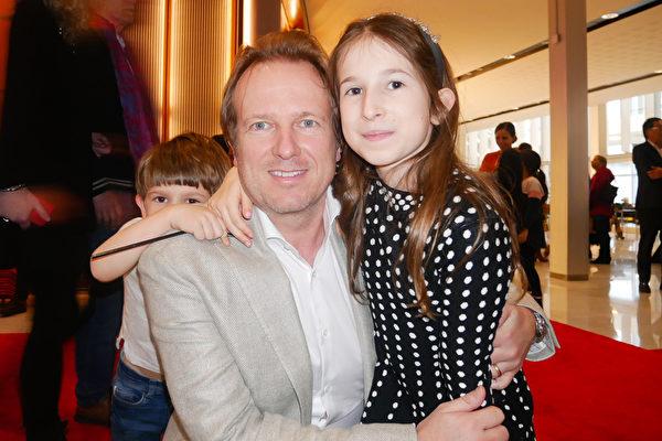 Wijnand van Aalst先生是一家海上石油勘探技術集團的高管,2月2日下午,他偕同妻兒一同觀看了神韻在阿姆斯特丹RAI劇院的第二場演出。(徐景/大紀元)