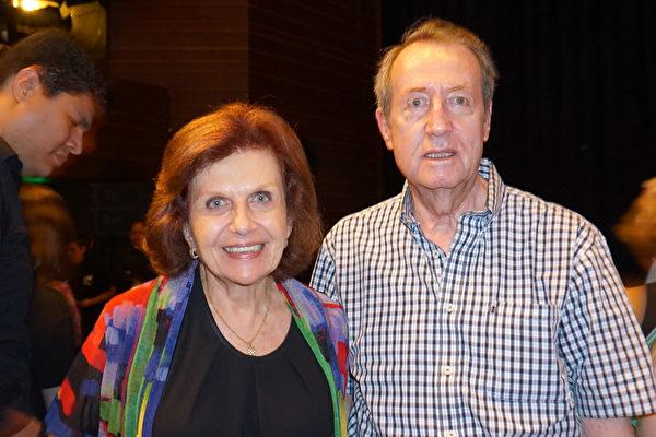 秘魯潛水艇部隊前司令Jose Piaggio於2月8日下午與夫人、聯合國前僱員Gloria Vargas Piaggio觀賞了神韻國際藝術團在利馬國家大劇院(Gran Teatro Nacional)的第一場演出。(李明曉/大紀元)