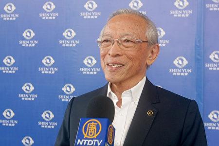 2月8日下午,前利馬國會議員Umberto Lay Sun觀看了神韻在秘魯利馬的演出。(新唐人電視台)
