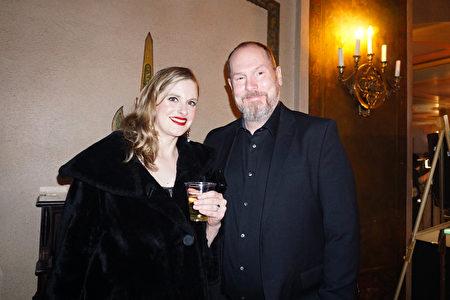 2020年2月9日下午,神韻世界藝術團在印第安納波利斯穆拉特劇院上演在當地的最後一場演出。音樂人John Larner和太太Lauren Larner一同欣賞。(林慧心/大紀元)