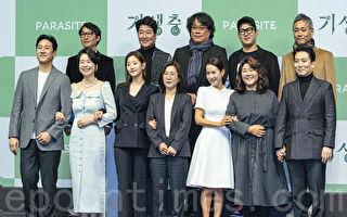 《寄生上流》制作组返韩 宋康昊曝好久没拍片