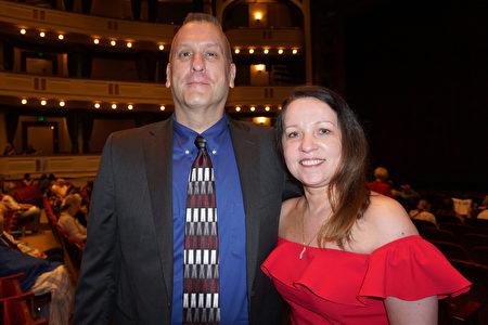 2020年2月20日下午, 美國國務院的一位承包商David Haviland先生和夫人Lyuda Haviland觀賞了神韻國際藝術團在聖彼得堡馬哈菲劇院(Mahfeey Theater)的第七場演出。(林南宇/大紀元)