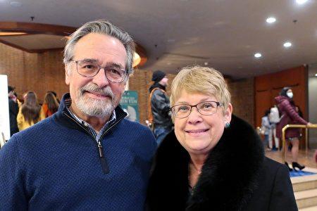 2020年2月20日晚,資深金融顧問Jim Delamater和太太Joanie觀看了神韻世界藝術團在美國聖保羅市奧德威中心(Ordway Center)的首場演出。(唐明鏡/大紀元)