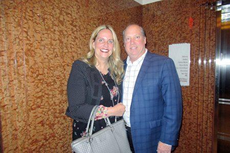 2020年2月26日晚上,室內設計師Kathleen Goodman和先生Brian Goodman觀賞神韻紐約藝術團在拉斯維加斯的首場演出後,驚呼「神奇!」(姜麗/大紀元)