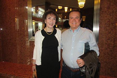2020年2月27日,地產公司老闆兼經理人Toni Balanco與先生John Balanco觀看了神韻紐約藝術團在美國拉斯維加斯史密斯表演藝術中心的第二場演出。(李清怡/大紀元)