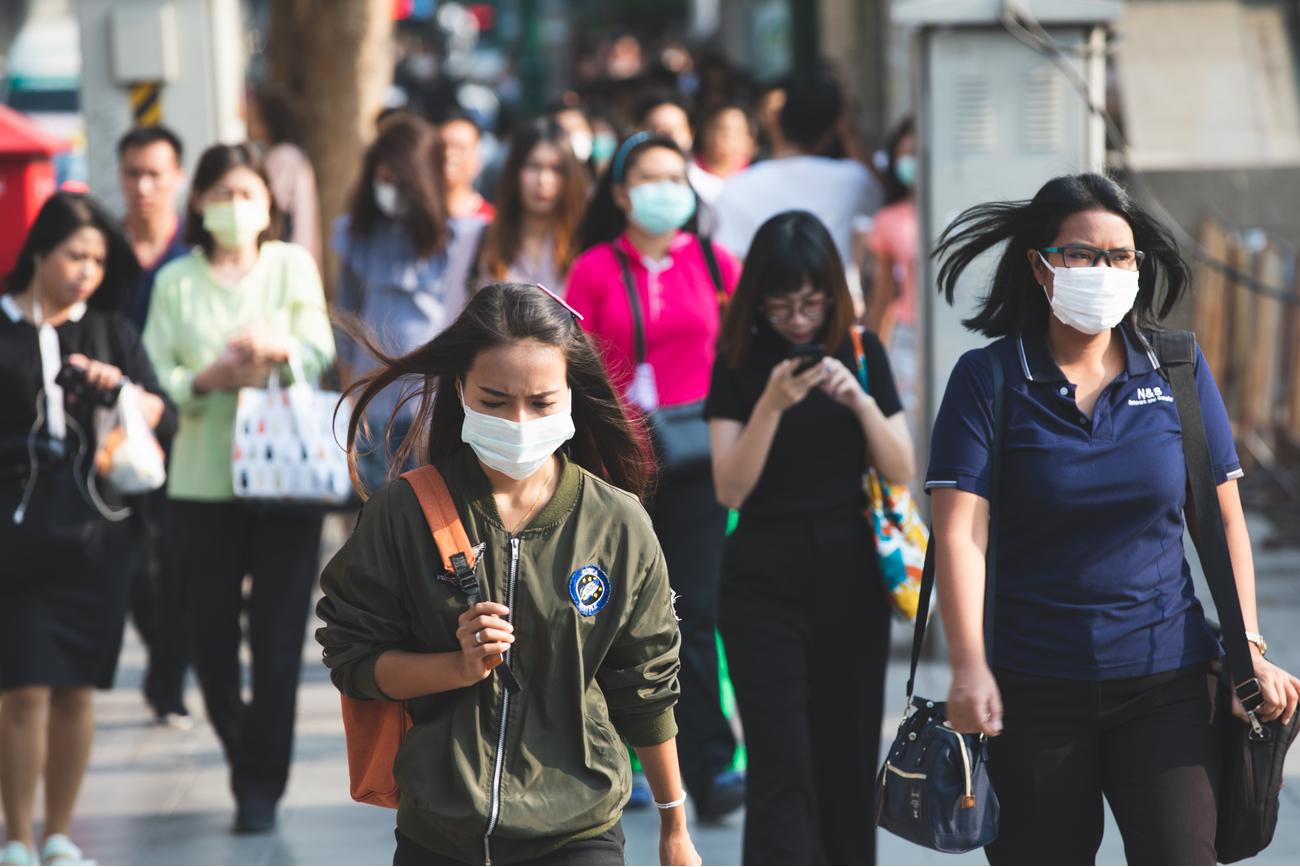 最新論文指出,新型冠狀病毒的潛伏期最長可達24天,且逾半數的病人在就診時沒有發燒症狀。(Shutterstock)