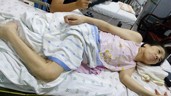 在醫院被搶救的李秀芹。(明慧網)