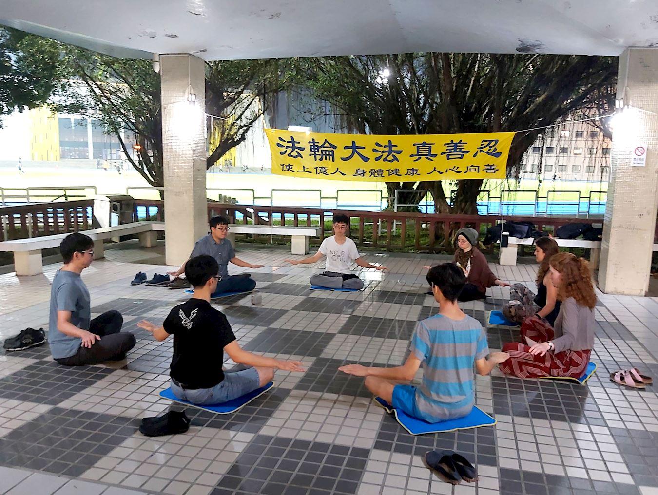 台灣大學校園 法輪功社團傳真相