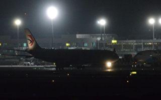 首架武汉包机深夜返台 200多台商检疫后送安置