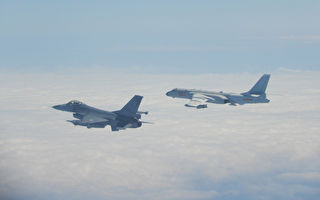 共軍飛機又繞台飛行 台國軍F-16載實彈伴飛