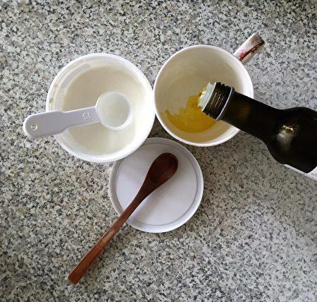 布纬食疗的主要食材:茅屋起司、冷榨亚麻籽油。(大纪元)