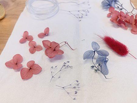 先將需要的花材剪成想要的形狀與大小。