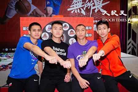 108学年度高中篮球联赛(HBL)26日在台北举行决赛赛前记者会,男子组4强选手代表合影。