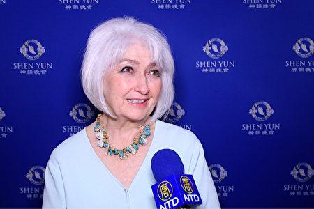 2020年2月26日,營銷專家Sally Gilbert女士觀賞了神韻紐約藝術團在美國拉斯維加斯史密斯表演藝術中心的首場演出(新唐人電視台)