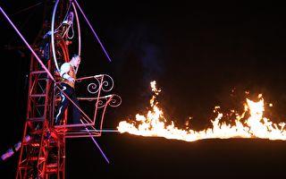 英国马戏团飙特技 赏灯观众喊:过瘾