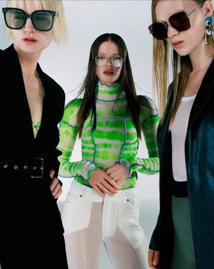 潮流眼镜品牌GENTLE MONSTER春夏吹起浅色糖果系镜片炫风。