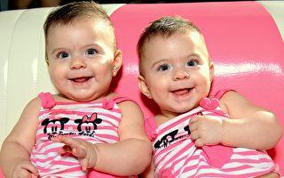 講秘密語言?認真交流的雙胞胎萌翻2千萬網友